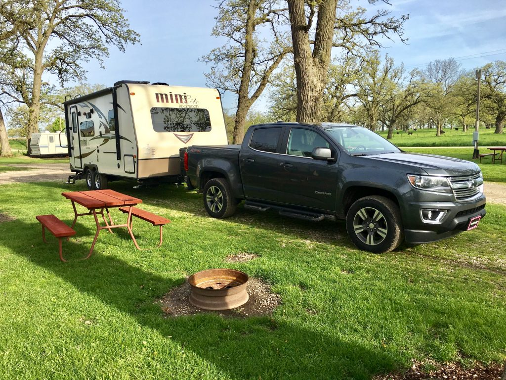 Towable RV (Travel Trailer) with Tow Vehicle for Traveling by RV